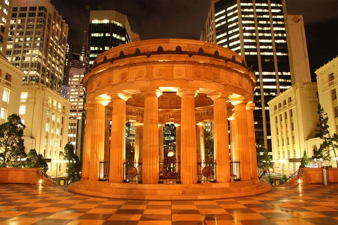 1024px-Anzac-square-night-brisbane-may2012 - Karen Nielsen